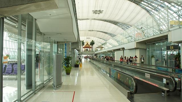 airport-1160002_640