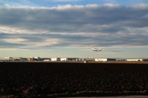 airport-236823_640