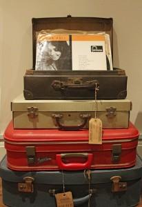 suitcases-1205230_640